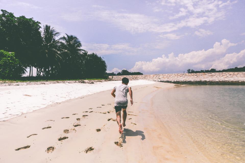 ビーチ海走る