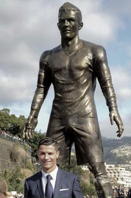 クリスティアーノ・ロナウド 銅像